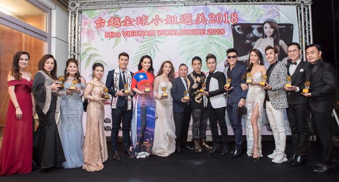 Nguyên Vũ chụp ảnh cùng Helen Thanh Đào và bạn bè, khán giả tại Đài Loan sau đêm chung kết Miss Vietnam Worldwide 2018. Anh hiện rất đắt show làm giám khảo các cuộc thi nhan sắc.