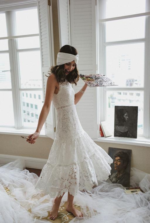 Với những cô dâu mong muốn sự di chuyển dễ dàng nhưng nổi bật có thể chọn chiếc váy kiểu midi với chất liệu ren sang trọng, hứa hẹn sẽ mang đến những bộ ảnh cưới xinh đẹp.