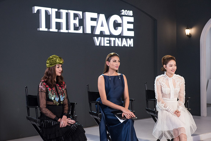 The way to wrap the turban velvet helps Thanh Hang excellent when it appears with Vo Hoang Yen and Minh Hang. However, all the embroidered clothes penetrating the same foot of the floor of the deal also received many comments praising the opposite.