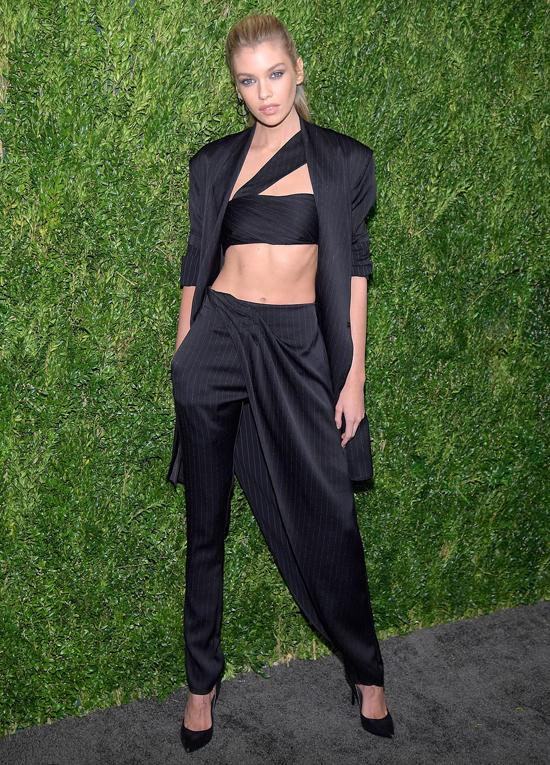 Nhiều người mẫu tham gia sự kiện này như thiên thần nội y Stella Maxwell.