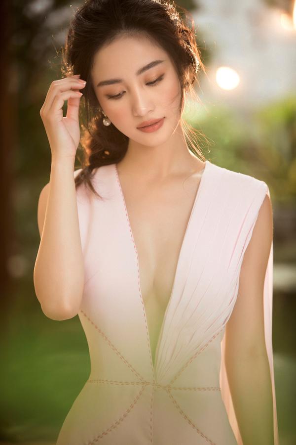 Jun Vũ diện đầm khoe vòng một nóng bỏng - 2