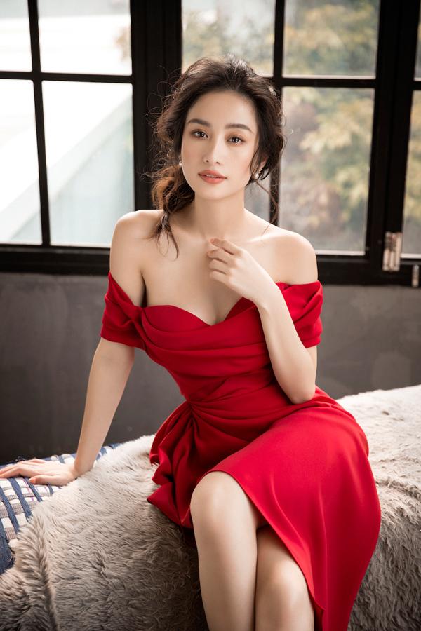 Jun Vũ diện đầm khoe vòng một nóng bỏng - 4