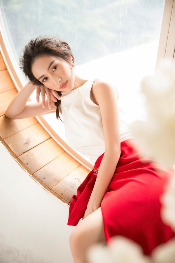 Jun Vũ diện đầm khoe vòng một nóng bỏng - 6
