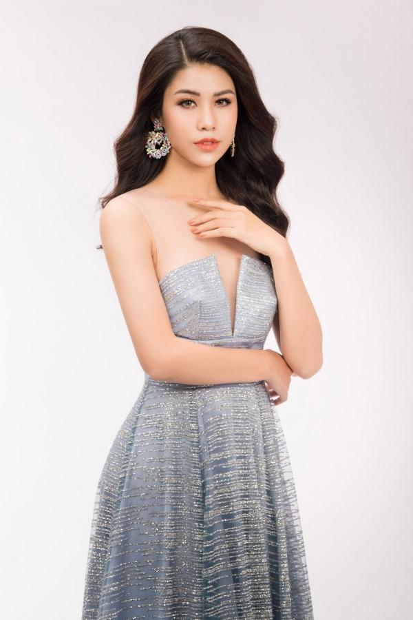 Đối thủ của Hoa hậu Phương Khánh diện váy ôm khoe vóc dáng - 1