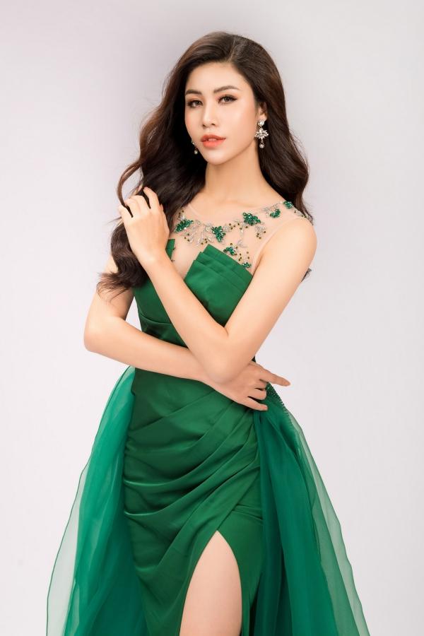 Đối thủ của Hoa hậu Phương Khánh diện váy ôm khoe vóc dáng - 5
