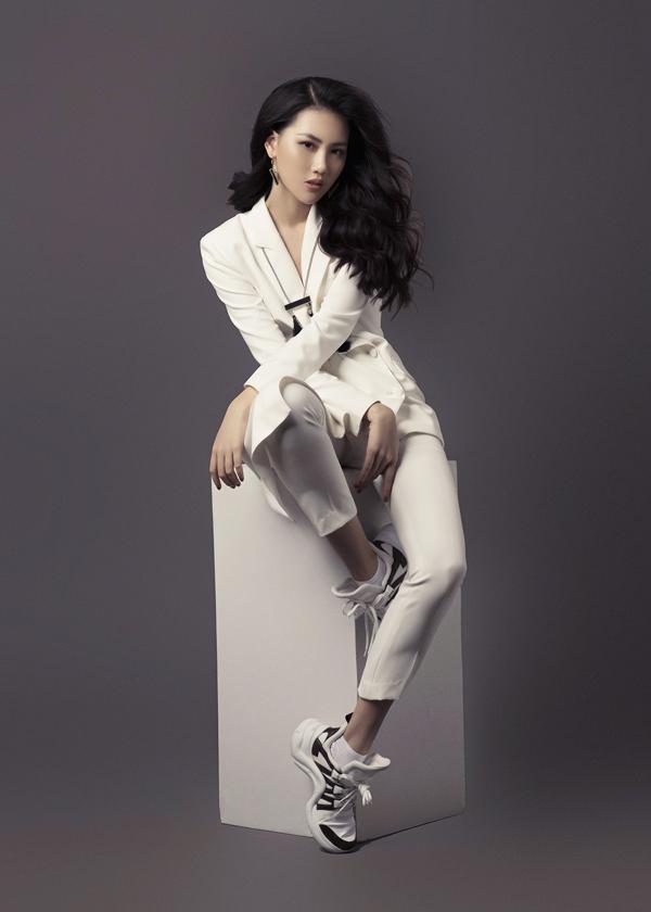 Sau khi đoạtgiải vàng Siêu Mẫu Việt Nam 2018 Quỳnh Hoadần khẳng định bản thân mình là một người mẫu chuyên nghiệp.