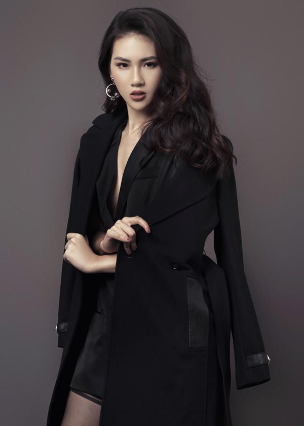Thời gian gần đây Quỳnh Hoa cònthử sức mình với vai trò là một diễn viên. Côkhá hào hứng khi được tham gia vai chính trong một bộ phim sitcom.