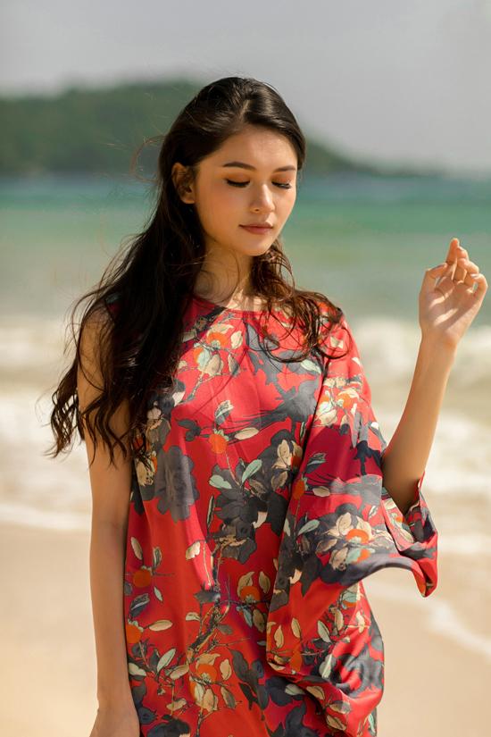 Á hậu Thùy Dung gợi ý chọn váy đi biển mùa thu - 1