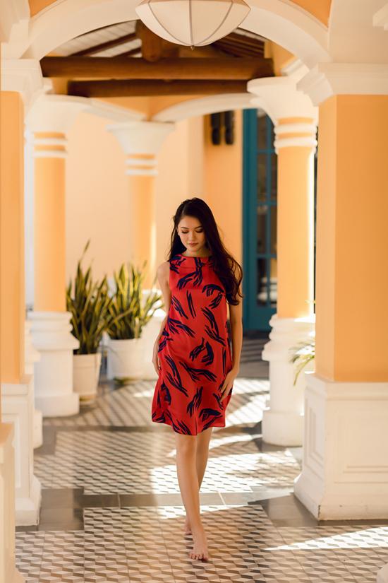 Á hậu Thùy Dung gợi ý chọn váy đi biển mùa thu - 4