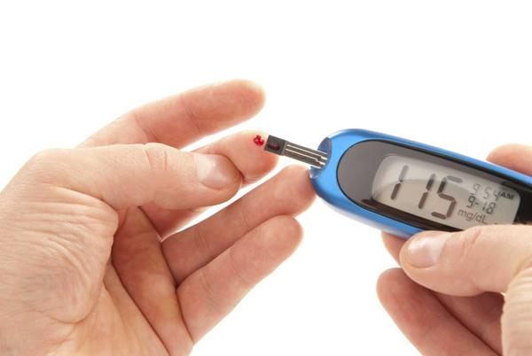 Tiểu đường Một nghiên cứu được thực hiện tạiHà Lan cho thấy, chỉ cần ngồi liên tục trong một giờ làđủ để làm tăng nguy cơ mắc bệnh tiểu đường loại 2. Khi bạn ngồi liên tục, hoạt động của tuyến tụy sẽ bị ảnh hưởng, từ đó ảnh hưởng đến hàm lượng hormone insulin trong máu nên dễ dẫn đến bệnh tiểu đường.
