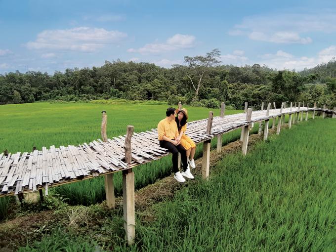 Qua góc ảnh rộng trên Galaxy A7, thiên nhiên miền bắc Thái Lan đã cùng Đông Nhi  Ông Cao Thắng viết nên chuyện tình giàu cảm xúc hơn hẳn.
