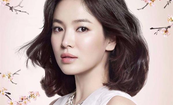 Song Hye Kyo được bình chọn là nữ diễn viên sở hữu chiếc mũi đẹp nhất Hàn Quốc.