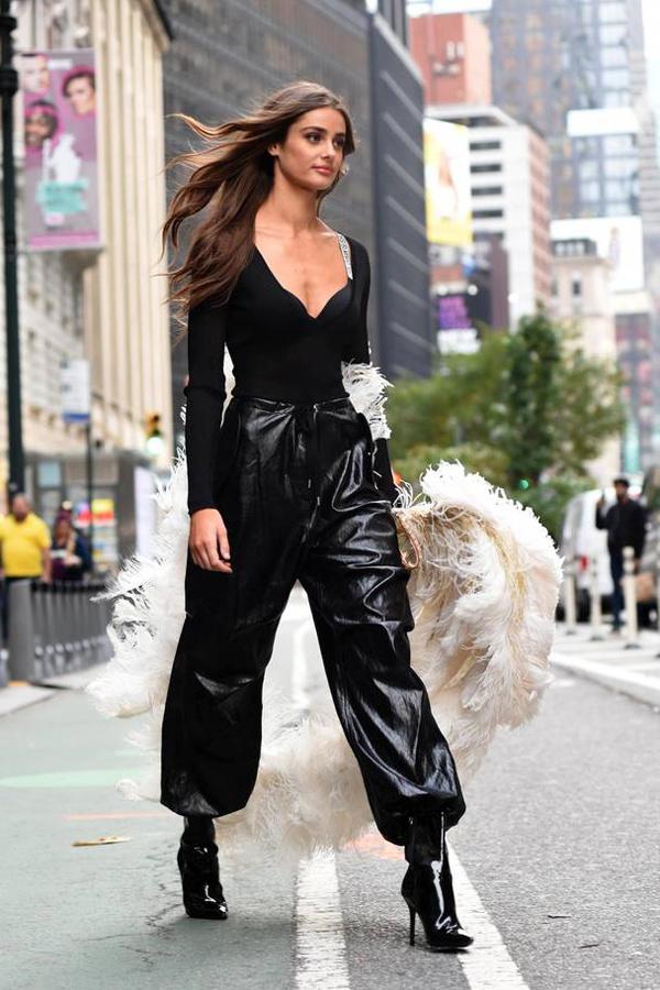 Dàn mẫu Victorias Secret mặc cực chất đi thử đồ trước show - page 2 - 2