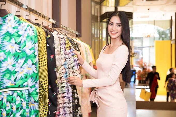 Tiểu Vy sẽ chọn trang phục của nhà thiết kế Công Trí cho phần thi Top Model.
