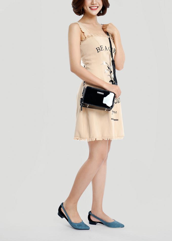 Tiết trời dễ chịu trong những ngày cuối năm thích hợp để các nàng diện trang phục mát mẻ và những mang giày búp bê cách điệu xinh xắn.
