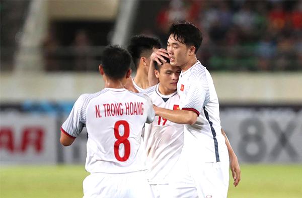 Quang Hải ấn định chiến thắng 3-0 cho tuyển Việt Nam. Ảnh: Đức Đồng.