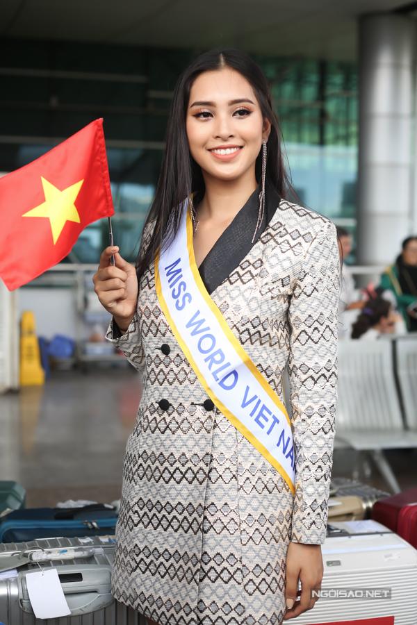 Khoảng một tháng qua, Tiểu Vy tích cực rèn luyện nhiều kỹ năng: học kèm giao tiếp tiếng Anh với giáo viên nước ngoài, tập catwalk, học hát thi tài năng... Nhờ sự hỗ trợ sát sao từ ban tổ chức Hoa hậu Việt Nam, cô dần hoàn thiện bản thân đểchuẩn bị cho lần đầu thi nhan sắc.