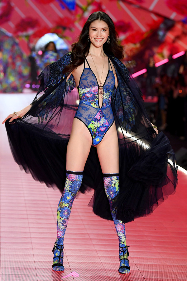 5 nàng mẫu gốc Á ghi dấu ở show Victorias Secret 2018 - 6