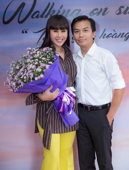 Tham dự buổi họp báo còn có sự xuất hiện của ca sĩ Mạnh Quỳnh.