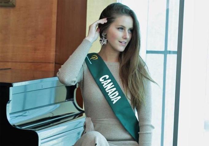 Người đẹp Canada đã bỏ dở cuộc thi sau 2 tuần tham gia.