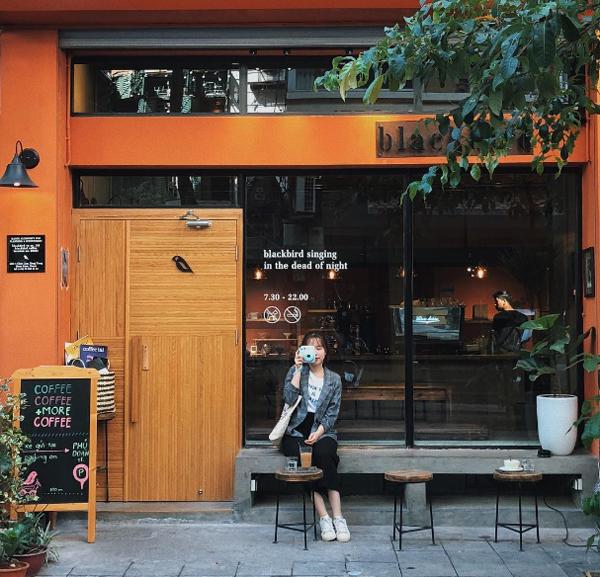 Địa chỉ cuối tuần: 2 quán cà phê được yêu thích nhờ mặt tiền sống ảo ở Hà Nội - ảnh 2