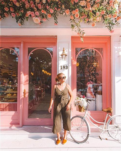 Địa chỉ cuối tuần: 2 quán cà phê được yêu thích nhờ mặt tiền sống ảo ở Hà Nội - ảnh 1