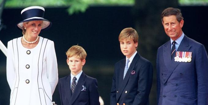 Hoàng tử xứ Wales, Vương phi xứ Wales và hai con trai William - Harry than dự lễ kỷ niệm lần thứ 50 ngày VJ tại London. 19/8/1995. Ảnh: UK Press.