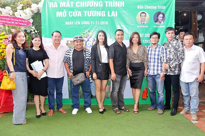 Chương trình Mở cửa tương lai do đạo diễn Quyền Lộc (em trai Quyền Linh) chỉ đạo thực hiện, phát sóng vào 12h30 trưa chủ nhật hàng tuần trên kênh HTV9.