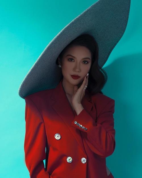 Á hậu Thuý Vân hỏi fan: Mọi người nói thật đi, có đẹp không?.