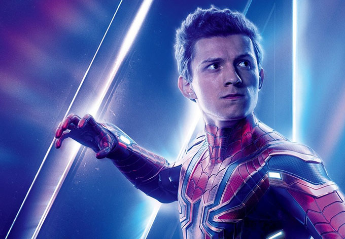 Trong một cảnh bật nhảy giữa hai tòa nhà của Avengers: Infinity War, sợi dây cáp bảo hộ của Tom Holland bất ngờ bị đứt, thả rơi tự do diễn viên Người Nhện từ độ cao hơn 10m. Ngay sau đó, anh được đưa vào bệnh viện cấp cứu với chấn đoán chấn thương ngực, gãy xương sườn, tổn thương gan, phổi, lá lách.