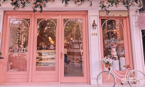Địa chỉ cuối tuần: 2 quán cà phê được yêu thích nhờ mặt tiền 'sống ảo' ở Hà Nội
