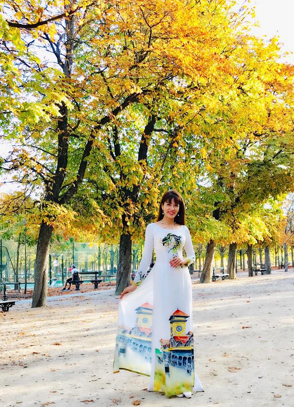 Á khôi Băng Châu mê mẩn cảnh đẹp mùa thu châu Âu - ảnh 1