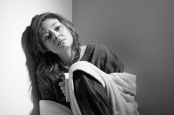 Rối loạn trầm cảm Những người bị rối loạn trầm cảm cũng thường gặp phải chứng rối loạn giấc ngủ. Ngủ nhiều hơn bình thường cũng được tính là một loại rối loạn giấc ngủ. Bạn không muốn rời khỏi giường, không muốn gặp gỡ bạn bè, không cảm thấy hứng thú với thế giới bên ngoài căn phòng, lâu dài có thể dẫn đến những triệu chứng trầm cảm.