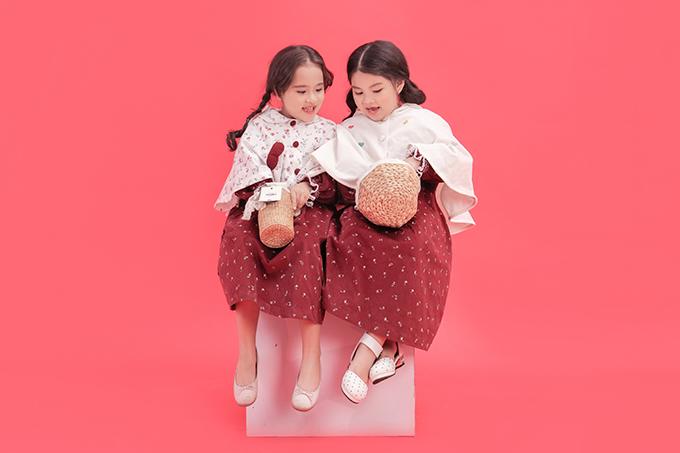 Gam màu tươi sáng, hoạ tiết nhỏ xinh được chọn lựa một cách khéo léo để mang đến các mẫu trang phục ngộ nghĩnh cho bé gái.
