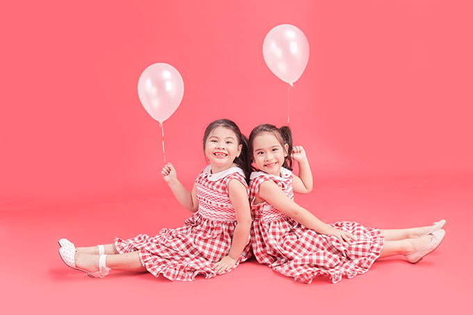 Bộ ảnh được thực hiện với sự hỗ trợ của nhiếp ảnhNguyễn Du, trang điểm và làm tóc Huy Nguyễn, stylistPhương Phương.
