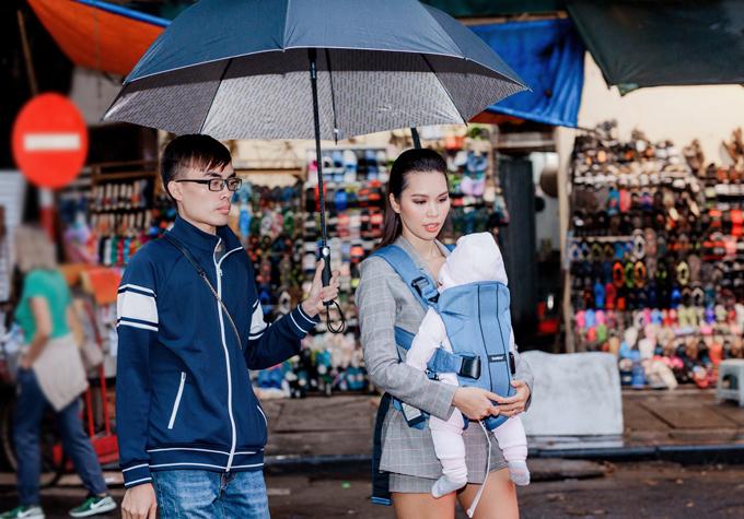 Nhận lời mời từ Đại sứ quán Anh, chiều 10/11 Hà Anh có mặt tại Hà Nội để làm giám khảo cuộc thi âm nhạc Music is Great, nhân dịp kỷ niệm 45 năm quan hệ ngoại giao giữa hai nước Việt Nam - Anh quốc. Người đẹp coi nước Anh là quê hương thứ hai bởi cô từng có nhiều năm du học ở London, ông xã cô cũng là người Anh quốc.
