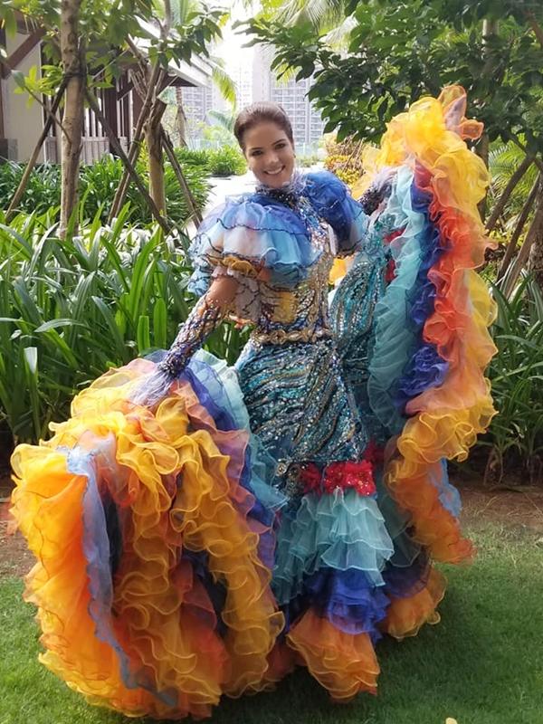 Phần thi Dance of the world được đánh giá cao bởi tôn vinh được văn hóa truyền thống từ trang phục đến nghệ thuật của hơn 120 nước tham gia. Trong ảnh là Hoa hậu Venezuela - Veruska Ljubisavljevic năm nay 27 tuổi.