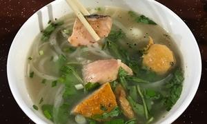 Bánh canh cá ăn với hành tây lạ miệng ở Sài Gòn