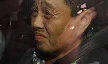Nông dân gốc Việt cắm kim vào dâu tây ở Australia bị bắt