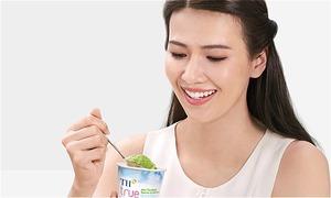Kem làm từ trà xanh và sữa tươi TH true ICE CREAM