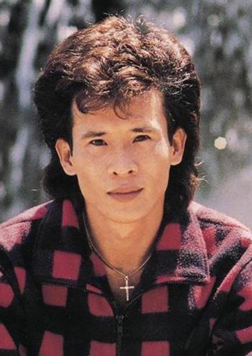 Ca sĩ Tuấn Vũ thời trẻ.