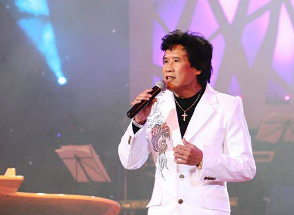 Tuấn Vũ trong một lần trở về Việt Nam biểu diễn cách đây gần 10 năm.