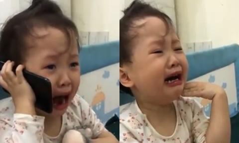 Bé 3 tuổi gọi điện mách ông vì bị bố trêu