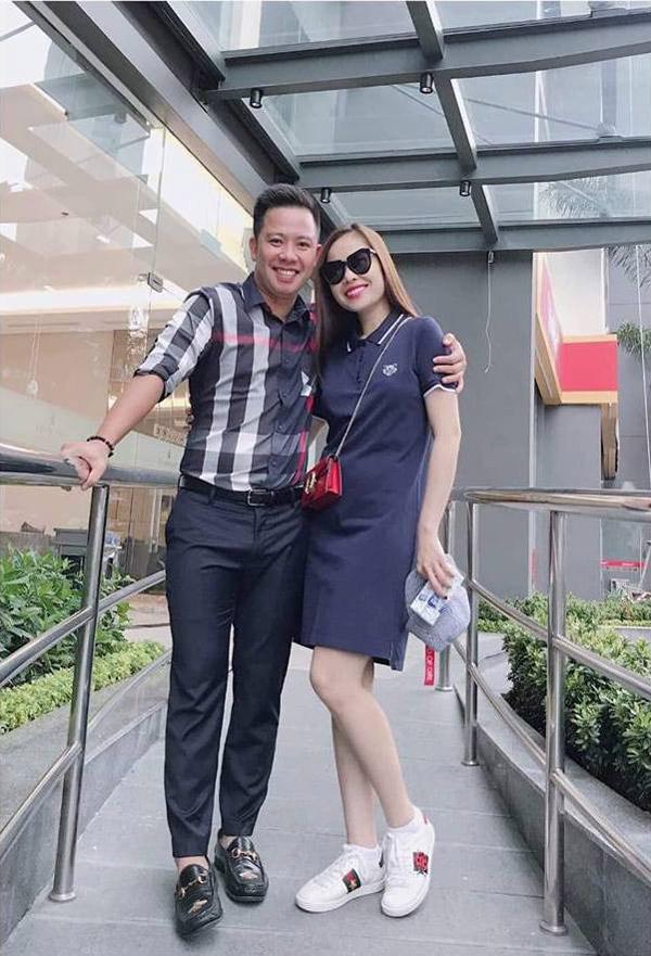 Nữ ca sĩ và bạn trai doanh nhân.
