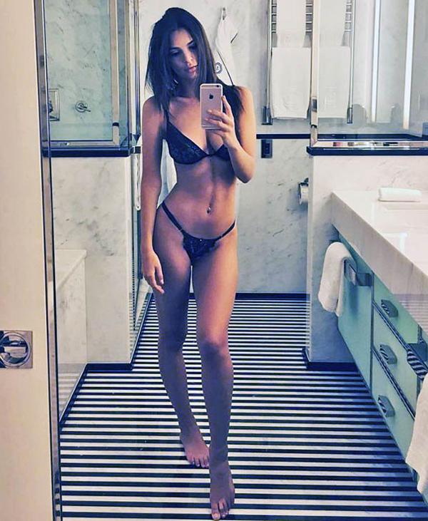 Loạt bikini mặc như không của người đẹp Gone Girl - 8