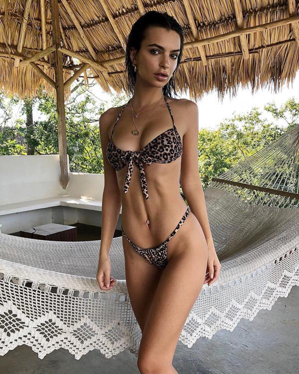 Loạt bikini mặc như không của người đẹp Gone Girl - 9