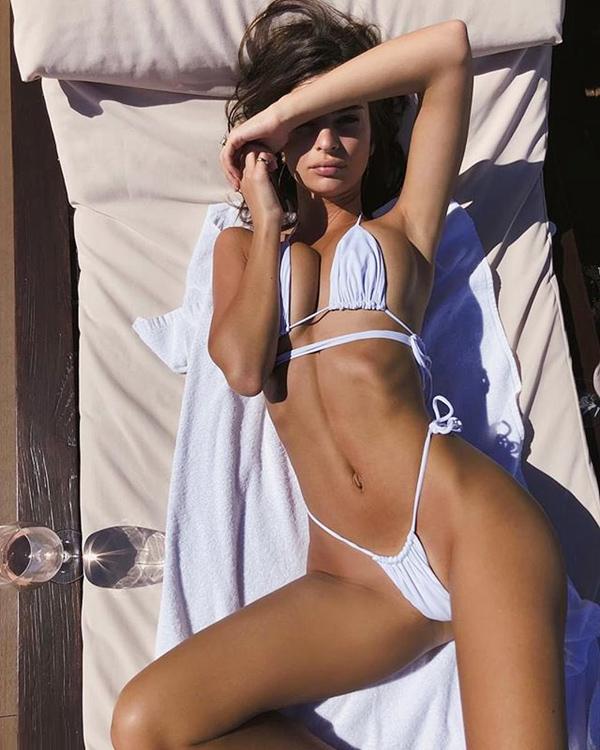 Loạt bikini mặc như không của người đẹp Gone Girl - 1