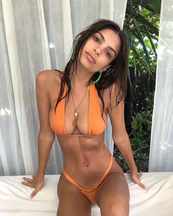 Loạt bikini mặc như không của người đẹp Gone Girl - 2