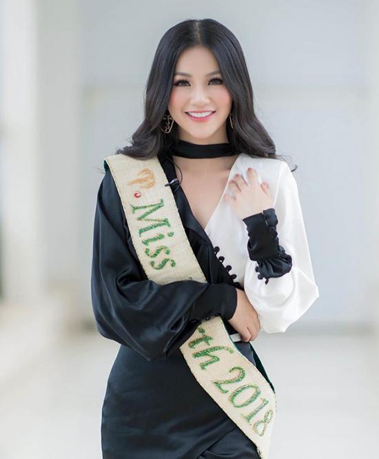 Hương Giang, Phương Khánh đẹp bất phân thắng bại khi diện chung váy