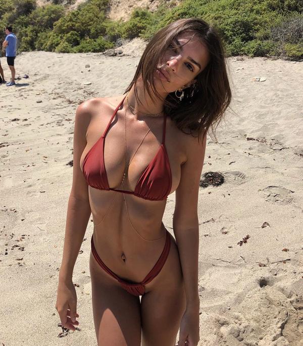 Loạt bikini mặc như không của người đẹp Gone Girl - 5